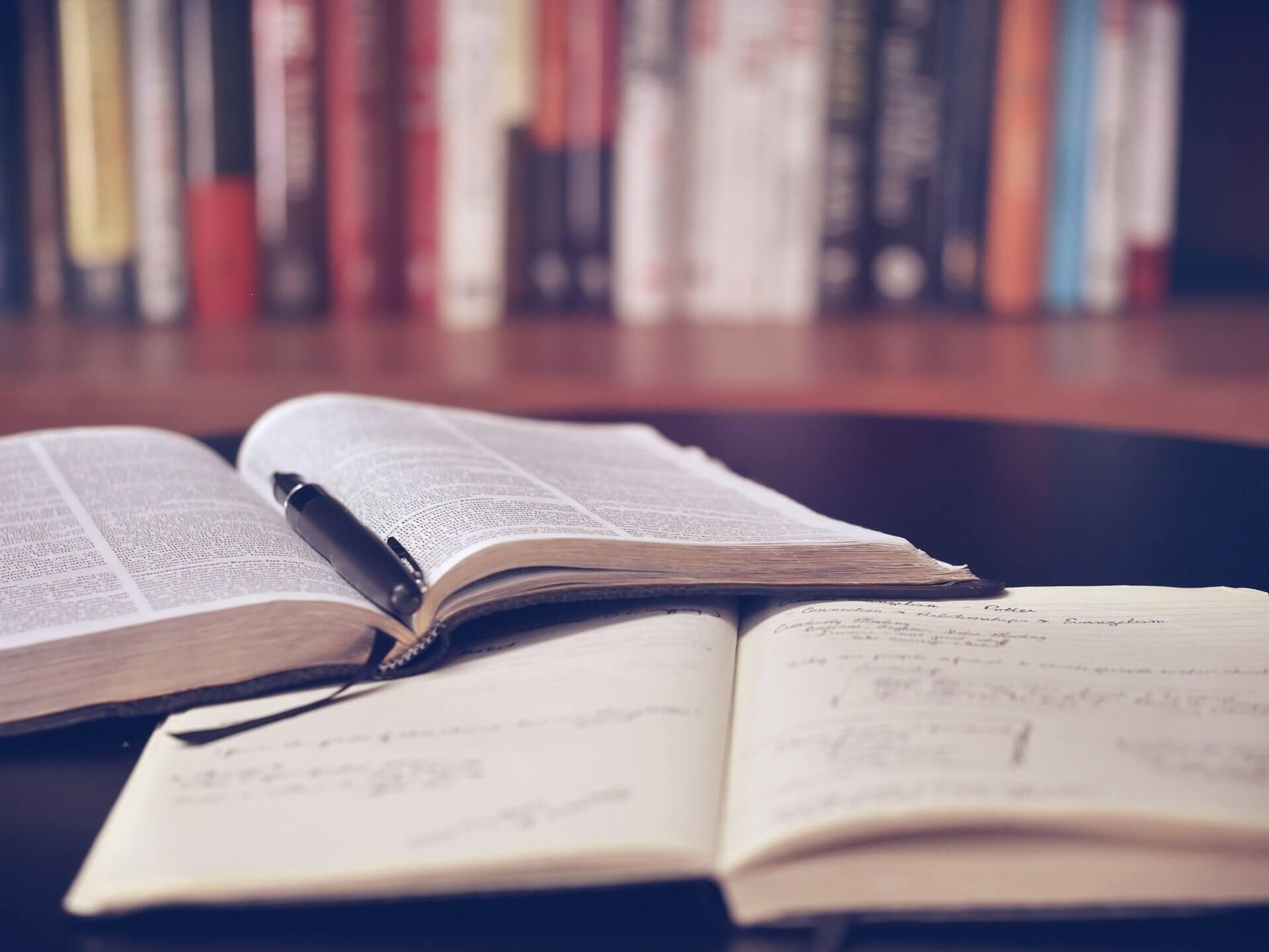 Studium im Lebenslauf angeben: Muster, Beispiele & Tipps